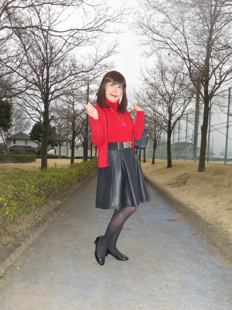 赤ツインニット黒皮スカート(3)