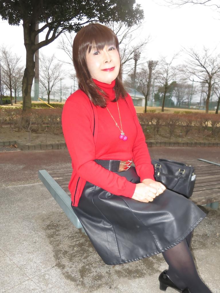 赤ツインニット黒皮スカート(8)