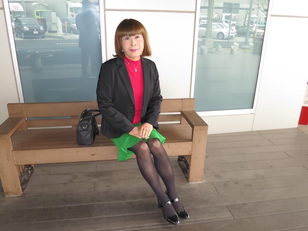 黒ジャケット緑マーメイドスカート(3)