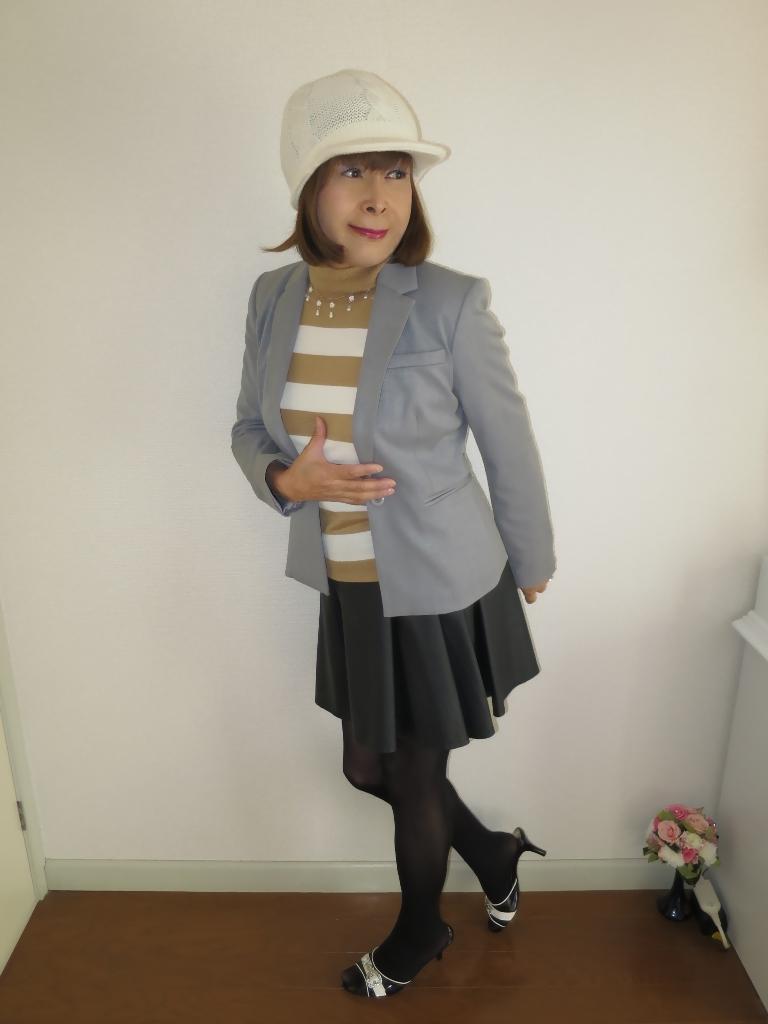 グレージャケット白ニット帽A(2)
