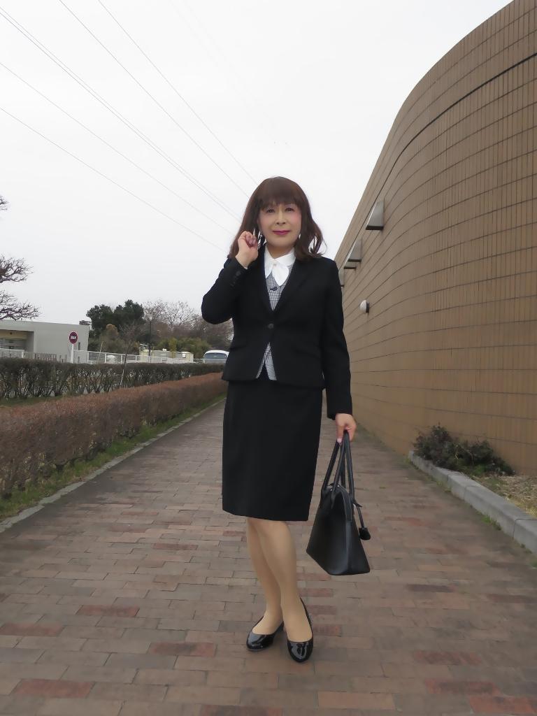 OL黒スーツ (1)