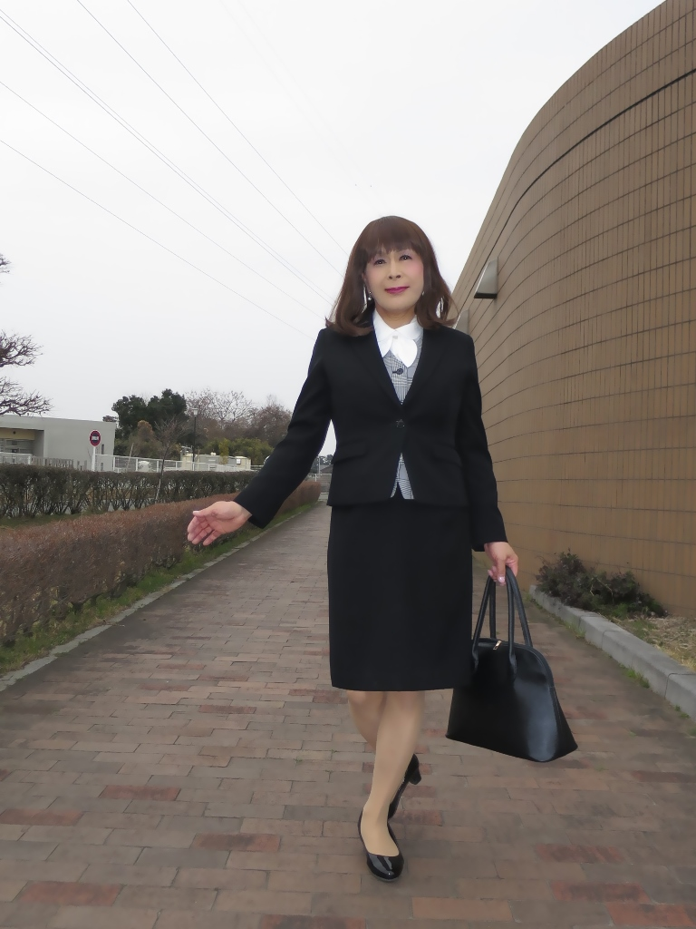 OL黒スーツ (2)