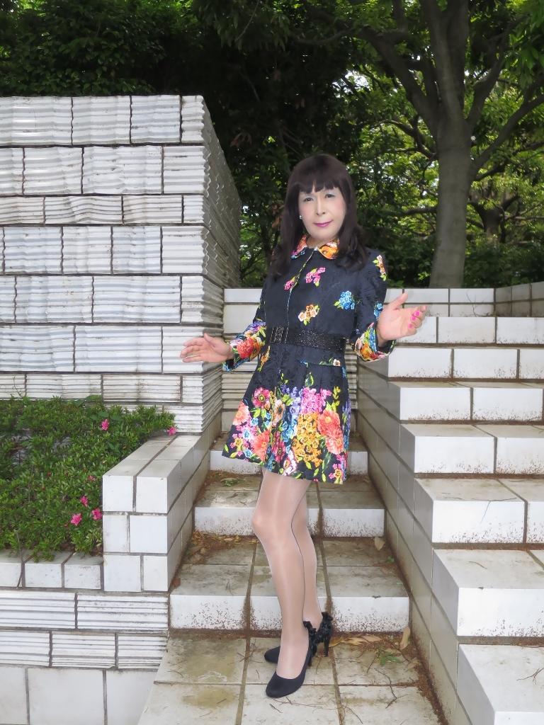 黒地花柄ミニワンピA(3)