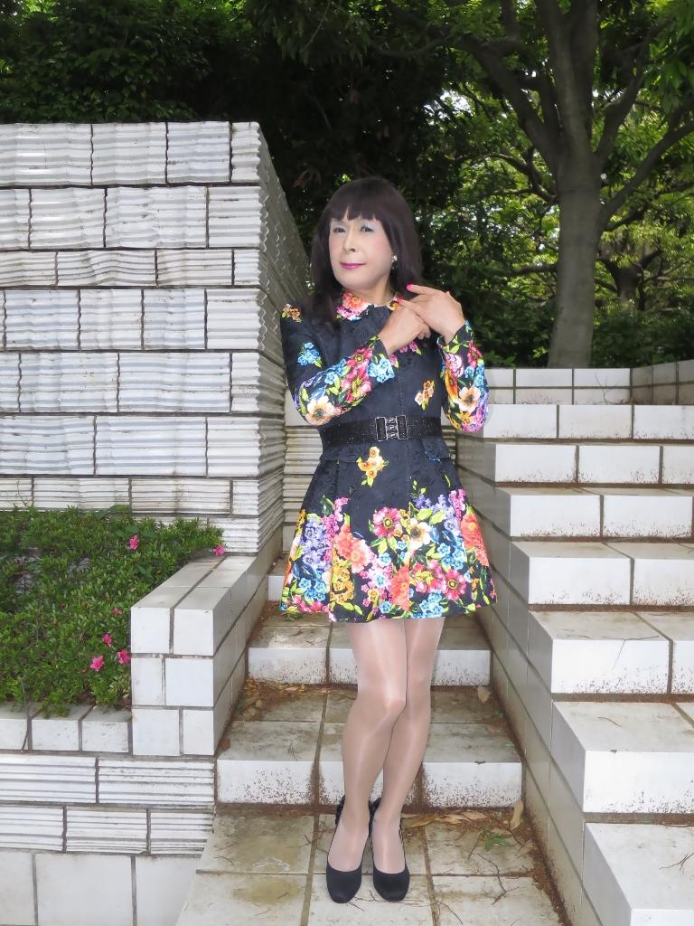 黒地花柄ミニワンピA(4)