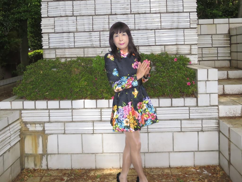 黒地花柄ミニワンピC(1)