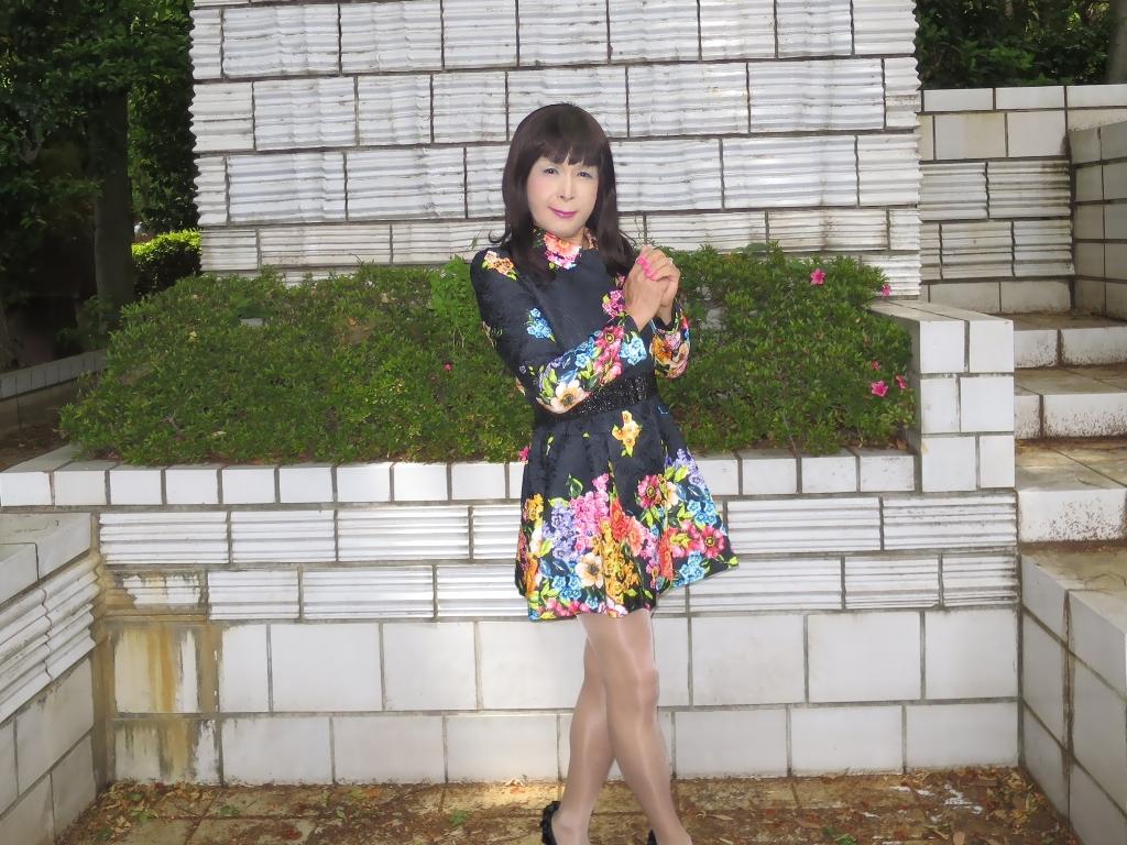 黒地花柄ミニワンピC(2)