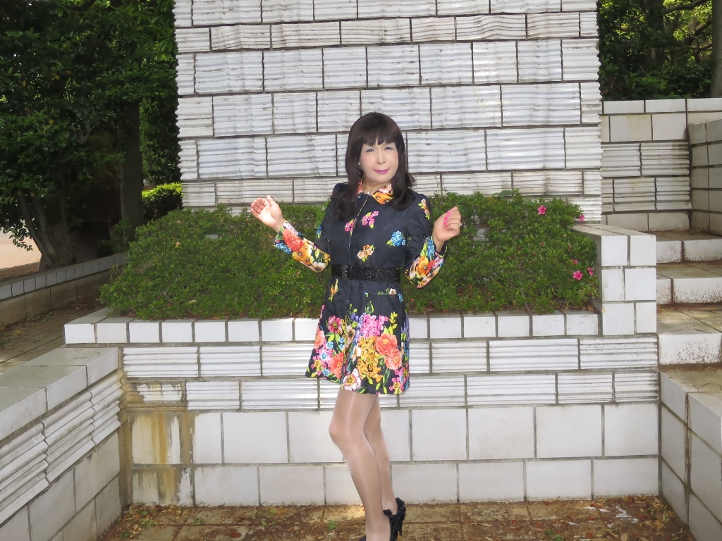 黒地花柄ミニワンピC(3)
