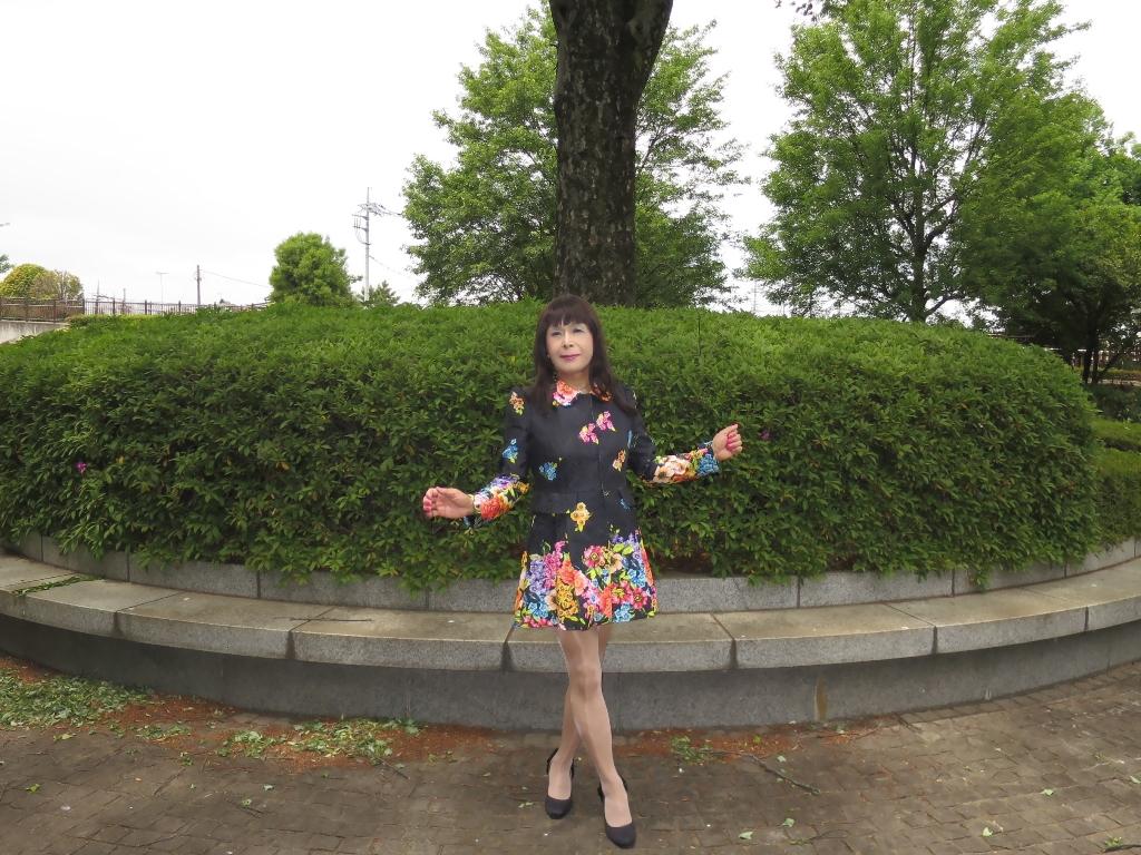 黒地花柄ミニワンピG(1)