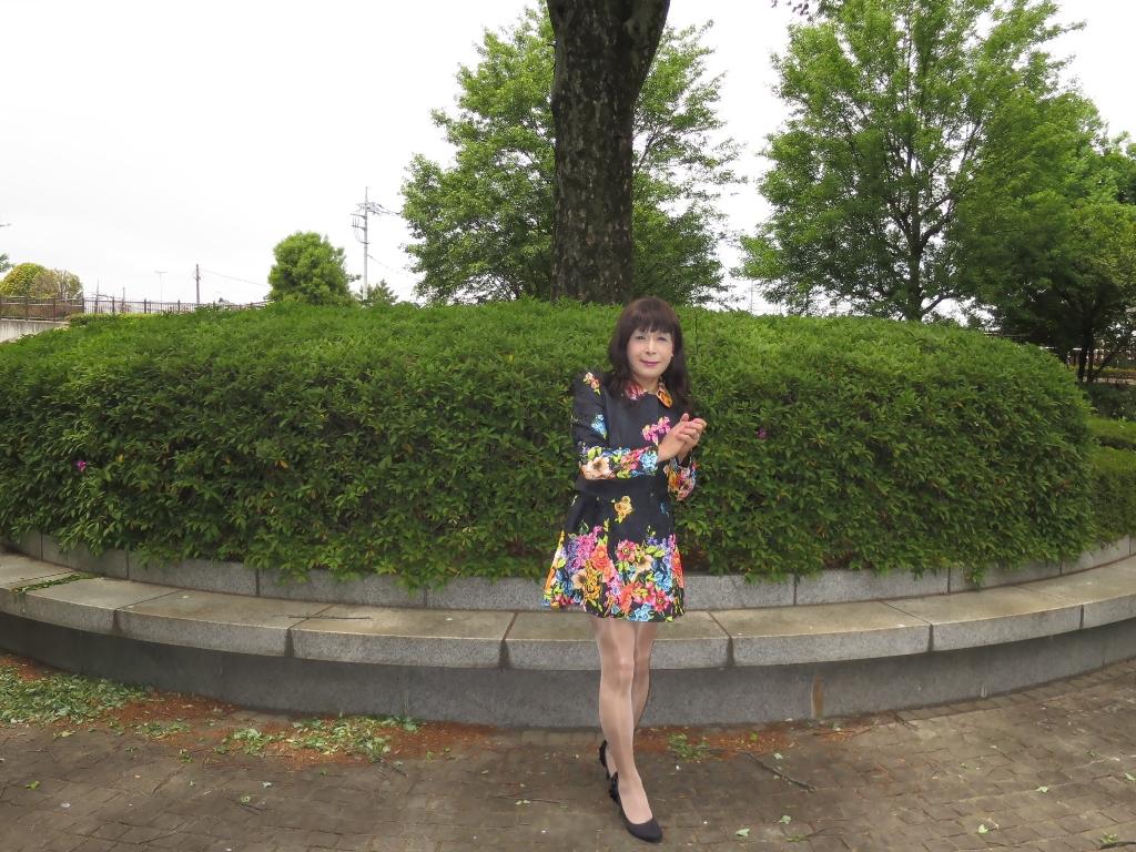 黒地花柄ミニワンピG(2)