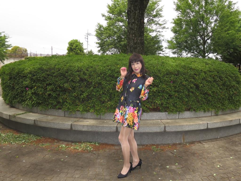 黒地花柄ミニワンピG(3)