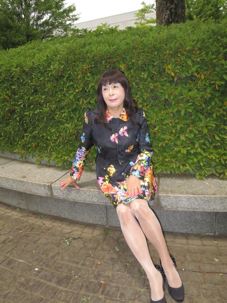 黒地花柄ミニワンピE(4)
