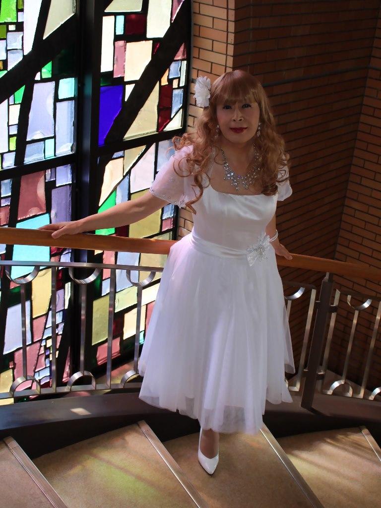 白ショートドレス階段縦D(6)