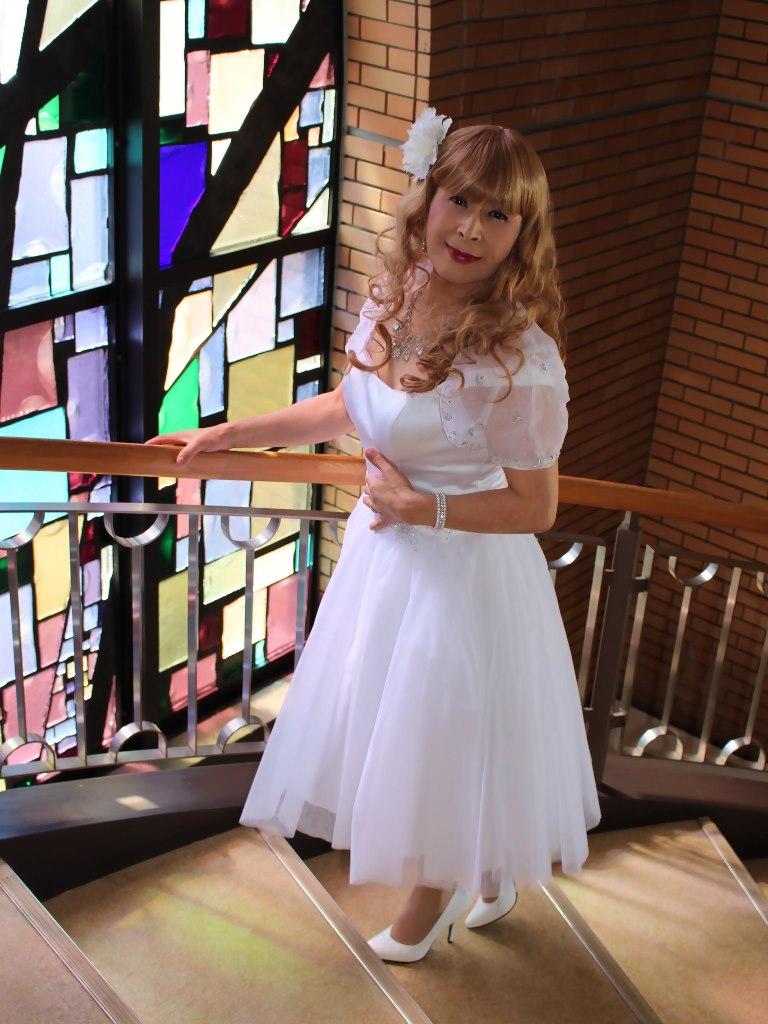 白ショートドレス階段縦D(9)