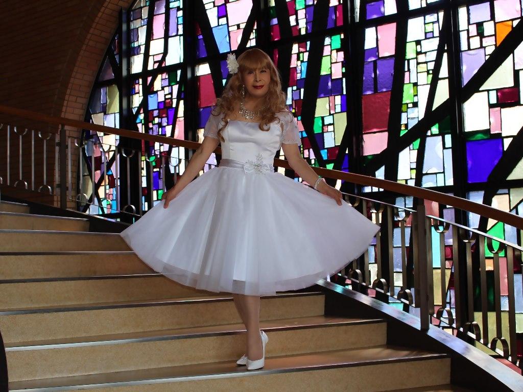 白ショートドレス階段横画像E(2)