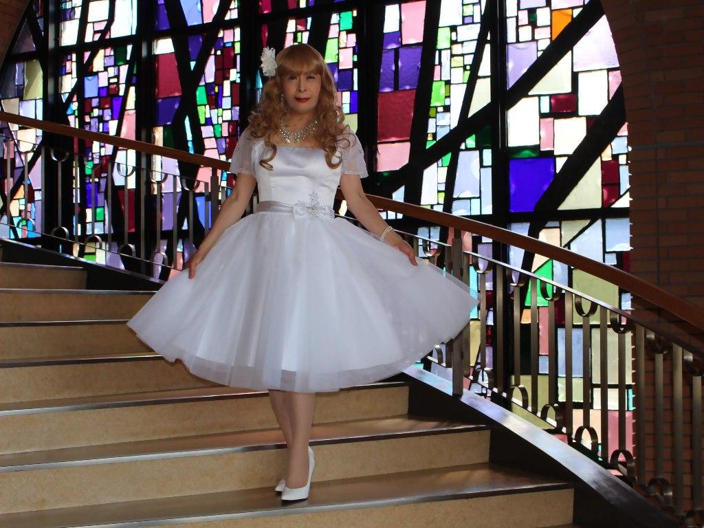白ショートドレス階段横画像E(5)