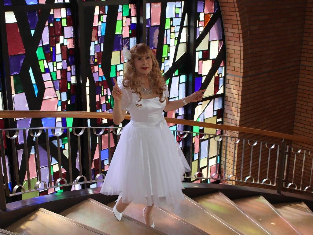 白ショートドレス階段横画像E(9)