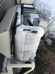 凍り付いた室外機内部2