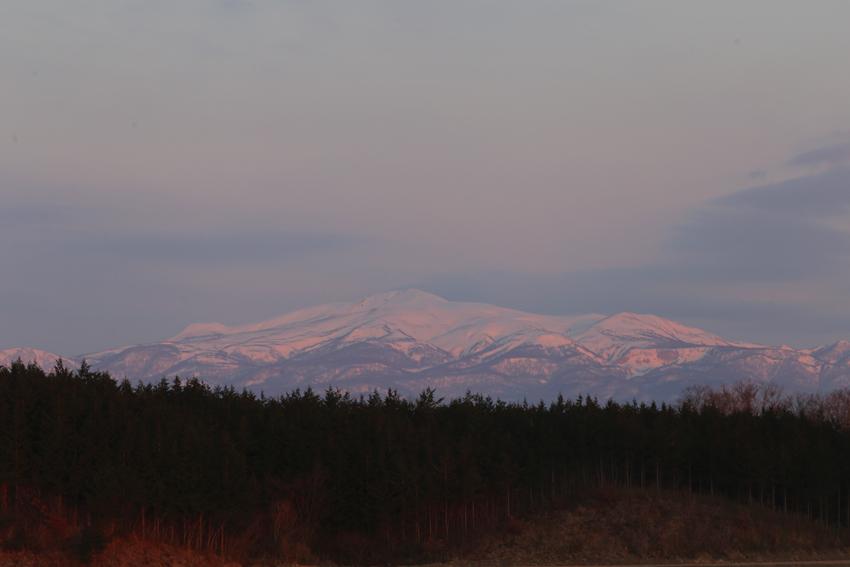 20160327朝日に染まる栗駒山