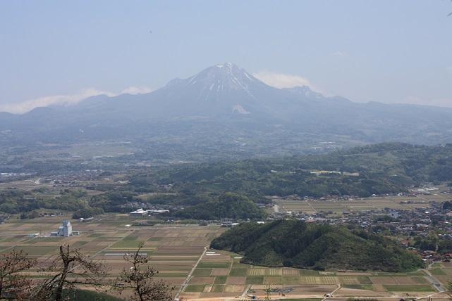 母塚山より大山を望む