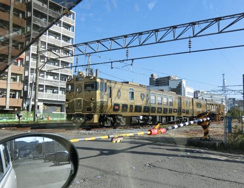 踏切で・・・或る列車がっ!