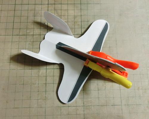 胴体と主翼を接着ね。