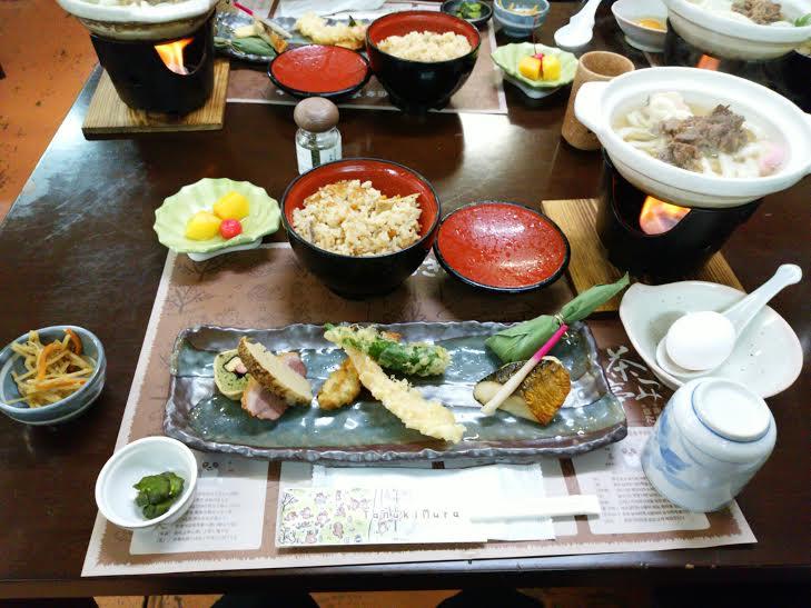 信楽陶苑たぬき村での昼食