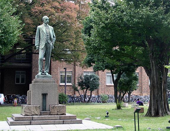 東京大学構内 ジョサイア・コンドル像