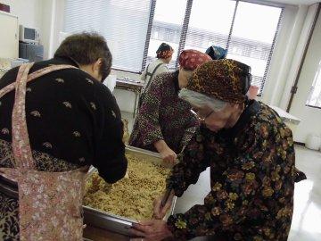 女性部味噌作り27年度