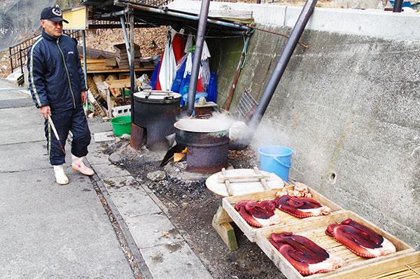 久慈市 小袖漁港のタコ茹で風景