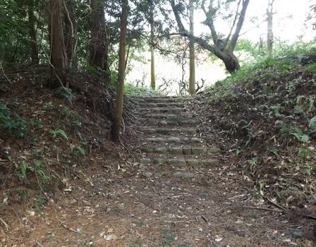 11伊勢の城めぐりの旅(大井田城石段)