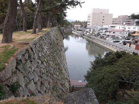 30伊勢の城めぐりの旅(津城跡本丸北側内堀)