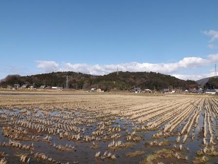 13土井山砦遠望(南から)