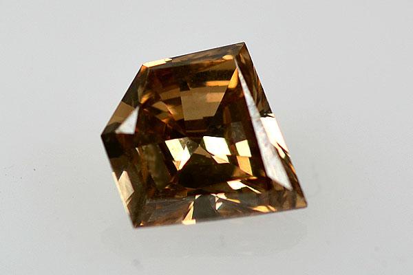 変形カットのダイアモンド