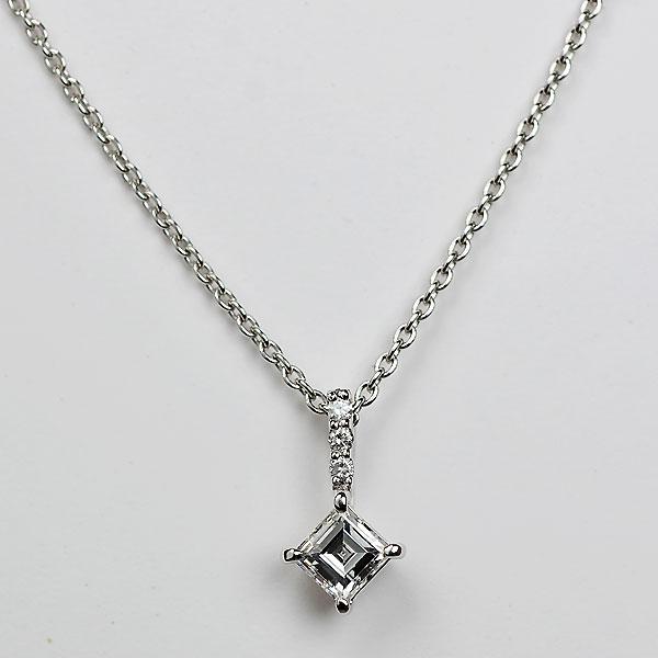K18WG製エメラルドカットダイアモンドペンダントネックレスD2352.jpg