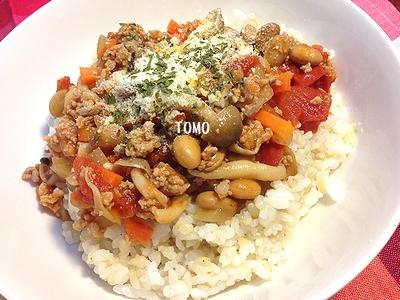 ひき肉と炒り大豆のトマト丼2