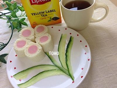 ひらめき朝食♪お花の魚肉ソーセージのロールサンド