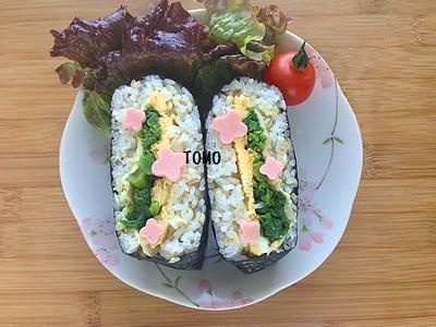 お花見弁当菜の花と卵のおにぎらず