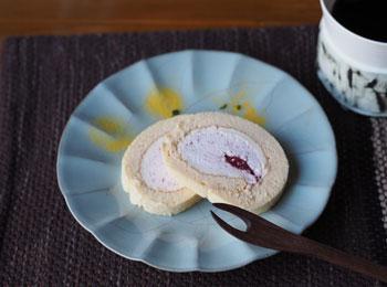 苺のロールケーキ_藤井皿