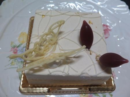 洋ナシのレアチーズケーキ