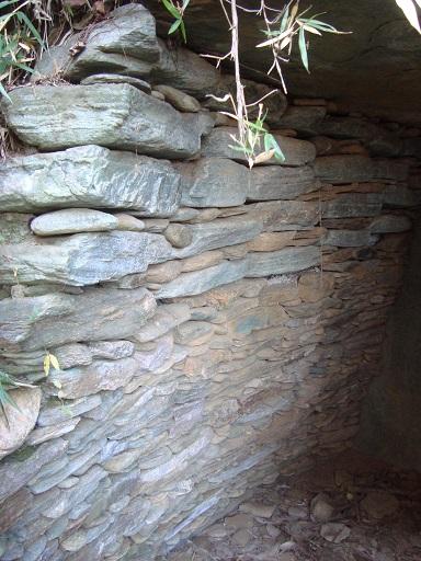 稲荷塚古墳前室側壁の状況