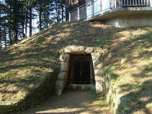 若宮八幡古墳石室開口部