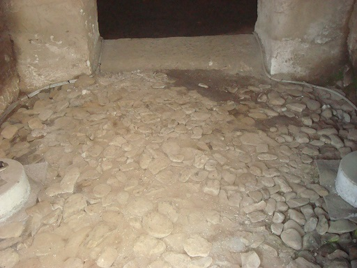 若宮八幡古墳前室敷石