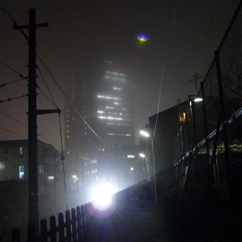 20160307靄に煙るキャロットタワー (3)s480
