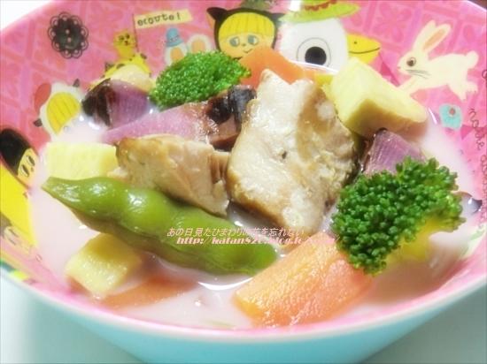 ぶりと彩り野菜の豆乳スープ♪