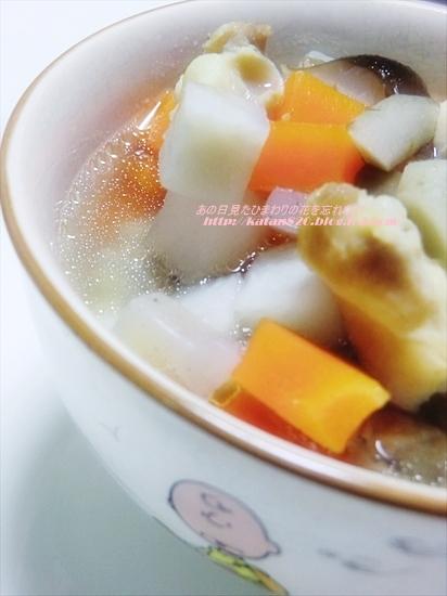 鶏ひざ軟骨と根菜たっぷりのスープ♪