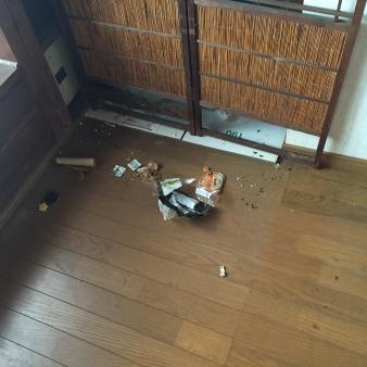 親の汚部屋にあったテレビ台を撤去 004