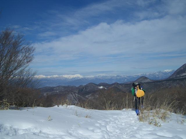 竈山で山並みを眺めてる