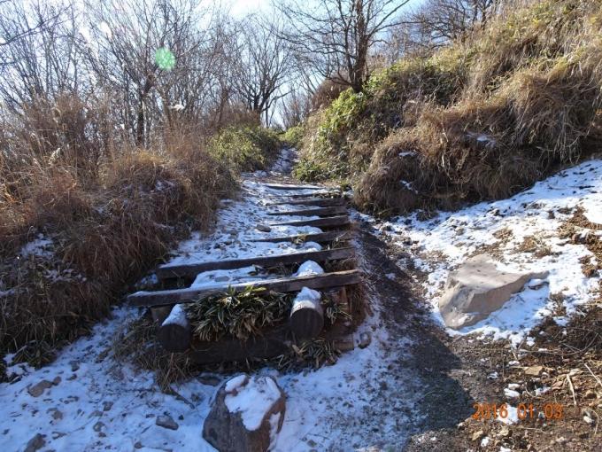 登山道の雪
