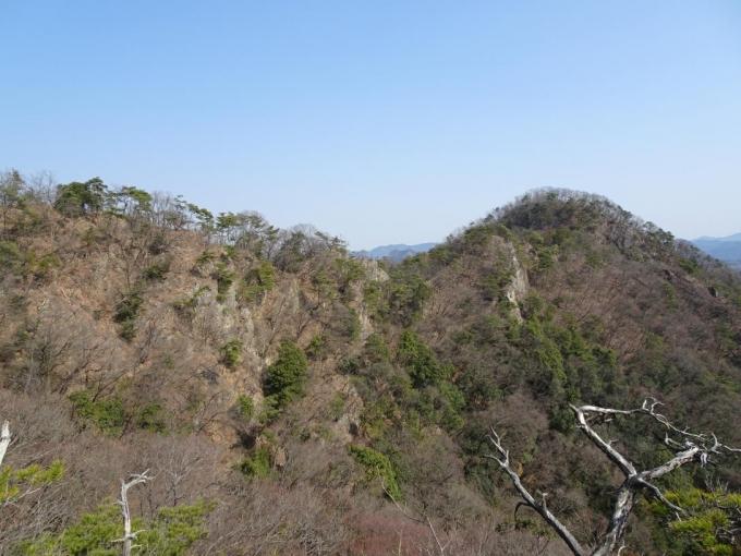 振り返って三床山から稜線