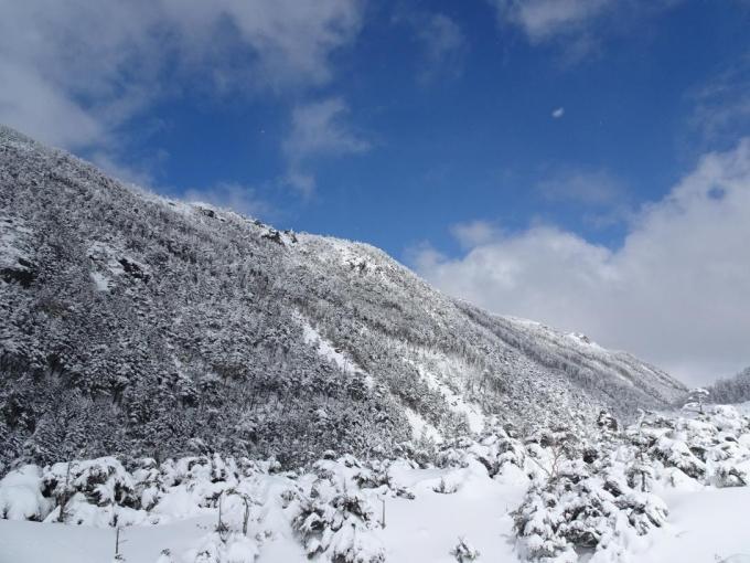 振り返って稜線の境目がキレイ